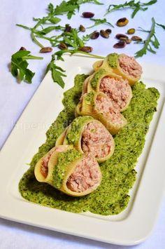 ITALIAN FOOD -  PASTA LUMACONI RIPIENI CON MOUSSE DI PROSCIUTTO CRUDO ALLA CREMA DI RUCOLA (Pasta Shells Stuffed with Ham and Ricotta Cheese, with Arugula Cream)
