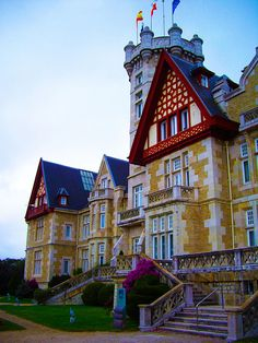 La Magdalena Palace in Santander, Spain (by jorgelaguna_28).
