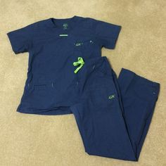 Iguana med scrubs Navy blue Iguana med scrubs. Small top and xsmall bottoms but fit like a small. Used but Good condition. Iguana med  Other