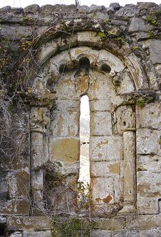 Old stone wall with an interesting shaped Portal Garden Archway, Garden Gates, Paraiso Natural, Beautiful Ruins, Romanesque, Abandoned Places, Abandoned Houses, Pathways, Architecture Details