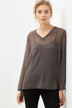 20€, antes 40€ Blusa escote pico manga larga con hilo de lurex. | Blusas | Cortefiel