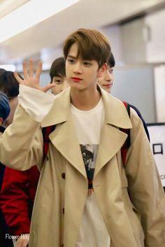 Jungkook Cute, Airport Style, Kpop Boy, Kpop Groups, K Idols, My Boyfriend, Have Fun, Raincoat, Fandoms