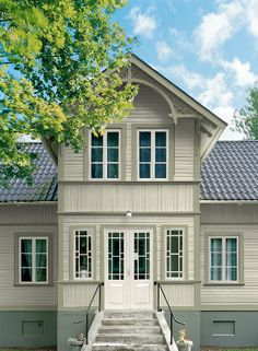 På bilderna har jag använt mig av den gula färgen 402 Houngsgul men i… Swedish Cottage, Swedish House, Nordic Home, Scandinavian Home, Style At Home, Exterior Design, Interior And Exterior, House Colors, Old Houses