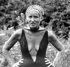 And this is an older Edith Bouvier Beale. She's bat-shit-crazy by this point. and, I just want to dance in her dilapidating house with my skirt on my head like a turban. I think she could teach me a lot about life, for never really having one. Edie Bouvier Beale, Edie Beale, Grey Gardens Documentary, Ying Gao, Gray Gardens, Jacqueline Kennedy Onassis, Cool Costumes, Documentaries, Tank Man