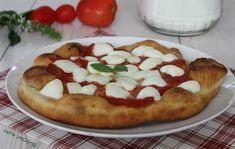 """Pizza fritta a lievitazione istantaneaer l' impasto:  farina tipo 0, g 250 acqua tiepida, ml 150 circa lievito istantaneo, 1/2 bustina (tipo """"polvere lievitante Pizzaiolo"""" Paneangeli) olio extravergine di oliva, 1 cucchiaio zucchero, g 5 sale, g 5 Altri ingredienti:  passata di pomodoro, ml 300 circa aglio, 1/2 spicchio origano, q.b. sale, q.b."""