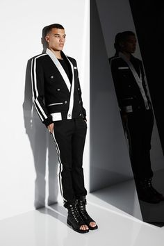 Balmain - Men Fashion Spring Summer 2015 - Shows - Vogue. Male Fashion Trends, Fashion News, Fashion Show, Mens Fashion, Fashion Outfits, Paris Fashion, Fashion Spring, Men's Collection, Summer Collection