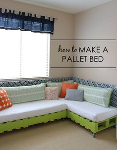 How to Make a Kids Pallet Bed – tutorial by Project Nursery – decoration Kids Pallet Bed, Pallet Beds, Pallet Furniture, Pallet Sofa, Pallet Seating, Pallet Playroom Ideas, Outdoor Seating, Pallet Frames, Pallet Lounge