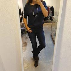 Het maakt niet uit wat je vandaag op de planning hebt staan, met deze outfit zit je altijd goed! 😃 #PrettyAllBlueOutfit  YaYa Top Blauw  A Beautiful Story Ketting  Mos Mosh Jeans Via Vai Lamba Suburb Boots   #FW2017 at #Vollers386, #Oudegracht 386 in #Utrecht.  #yaya #mosmosh #abeautifulstory #viavai