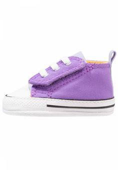 Converse. CHUCK TAYLOR FIRST STAR EASY SLIP - Krabbelschuh - bright violet/purple agate. Decksohle:Textil. Innenmaterial:Textil. Obermaterial:Textil. Verschluss:Klettverschluss. Fütterungsdicke:kalt gefüttert. Schuhspitze:rund