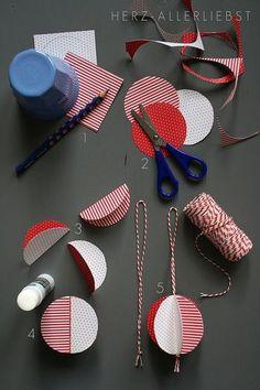 紙でも丸いボール型のオーナメントが作れます。 つくり方も簡単!! 円形に切った紙を半分に折り、糊で貼り付けていくだけ。 最後の糊の部分で、紐を付けて完成!