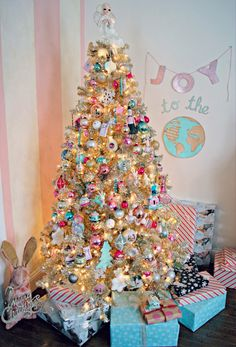 Gorgeous tree full of vintage charm. Everything I dream of!!