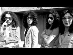 Back in 1974 it had been reported that Kiss were duped into being photographed without make-up by Rock magazine Creem. The band had been promised a generous spread in the magazine on the proviso that they also allow themselves to be photographed without the make-up. Now as everyone knows, back in Kiss' heyday, no one knew what they looked like a...