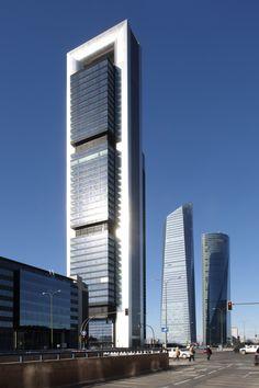 Torre Bankia, Madrid (España) 2009. Norman Foster. Se trata del edificio mas alto de España con 250 m de altura