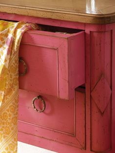51 Ideas Pink Chalk Painted Furniture Shades For 2019 Decor, Furniture, Pink Chalk, Pink Dresser, Painted Furniture, Color, Color Inspiration, Chalk Paint Furniture, Paint Furniture