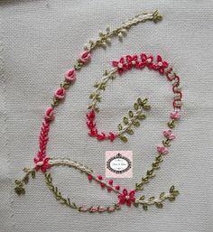 Oi meninas(os)   Bom Dia!!!!   Mais letrinhas bordadas... Mais informações com a  Claudia  d o Blog:http://lavandaelilla.blogspot.com....