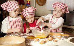 BIMBI IN CUCINA: LA NUOVA FRONTIERA DEL DIVERTIMENTO CHIC ! Cucinare è un atto estremamente creativo anche un po'…fashion! http://www.cocochic.it/bambini-in-cucina/