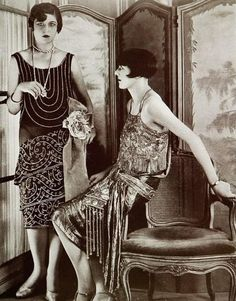 Jan 1927 - Evening gowns by Blanche Lebouvier, Les Modes - Photo by G. 1920 Style, Flapper Style, 1920s Flapper, Flapper Girls, Flappers 1920s, Vintage Glamour, Vintage Beauty, Vintage Ladies, Louise Brooks