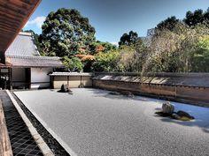 龍安寺 Japanese Rock Garden, Zen Rock Garden, Japanese Gardens, Temple Gardens, Garden Design, House Design, Architecture, Wellness, Indoor