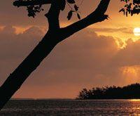 Atardecer en punta Mestizos, bahía de Cispatá, en la desembocadura del río Sinú, que marca el límite sur del golfo de Morrosquillo.