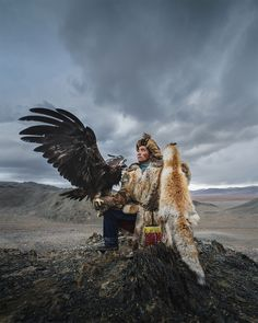 Interview with travel photographer Daniel Kordan about his experience photographing eagle keepers in Mongolia. The Mongolian eagle keepers are some of the last to carry on this ancient tradition. Eagle Hunting, Golden Eagle, Big Bird, People Of The World, Photos Du, World Cultures, Bald Eagle, Folklore, Character Design