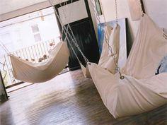How to Make DIY Le Beanock Indoor Hammock - awesome! everywhere...I wan hammocks everywhere!