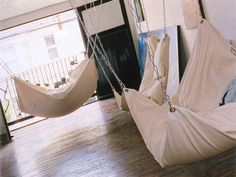 How to Make DIY Le Beanock Indoor Hammock - awesome! everywhere...I wan hammocks everywhere!