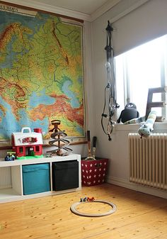 kids room//map.. could be used with outer space, dinosaurs, or a plain old map. so many possibilities!!!