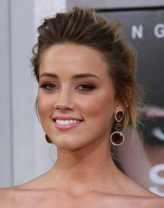 I'm so obsessed with this girl. Amber Heard Hair, Amber Heard Makeup, Amber Heard Photos, Bridal Makeup, Wedding Makeup, Beautiful Eyes, Beautiful Women, Soft Smokey Eye, Bronze Smokey Eye