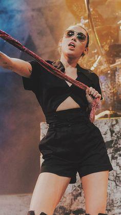Miley Cyrus Performance, Lgbt, Miley Cyrus Style, Antoine Griezmann, Hannah Montana, Female Singers, Celebs, Celebrities, Celebrity