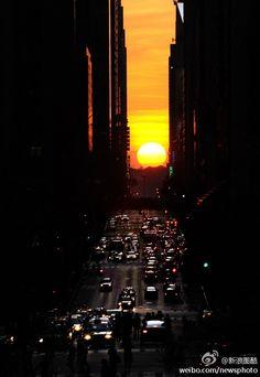 "Manhattan's special sunset-""Manhattan henge"", New York"