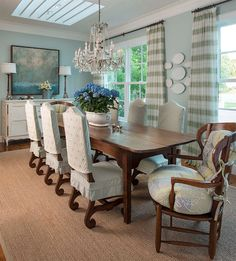 Slipcovers on the dining chairs. House of Turquoise: M. Barnes and Co. House Of Turquoise, Diy Design, Design Ideas, French Country Furniture, Sweet Home, Beautiful Dining Rooms, Luxury Interior Design, Dining Room Design, Interior Inspiration