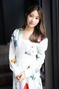 Girl Model, Japanese Girl, Asian Woman, Ruffle Blouse, Lady, Outfits, Beautiful, Women, Asian Ladies