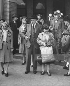 John Maynard Keynes (L) and his wife during their trip to the Monetary Conf.
