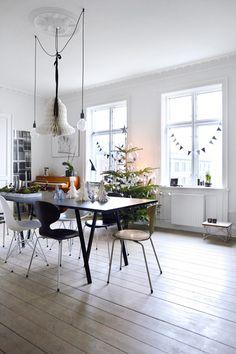 Stadsappartement in Kopenhagen | Photographer Birgitta Wolfgang Drejer/Sisters Agency |  Editie: vtwonen december 2014 #vtwonen #magazine #december #cosy #christmas #christmastree #white #letitsnow #candles #Kopenhagen #appartment