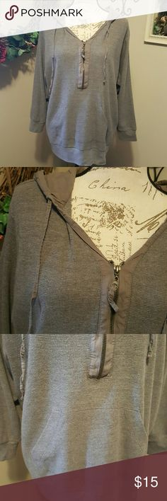 Avenue Zip Thermal Hooded Top 22/24 Gray hooded thermal top with quarter zip and front pocket. Size 22/24 Tops Sweatshirts & Hoodies