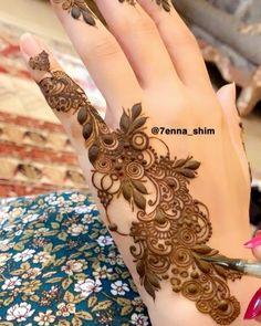 #ماشاءالله 💕 #details ✨ Kashee's Mehndi Designs, Modern Henna Designs, Henna Tattoo Designs Simple, Khafif Mehndi Design, Floral Henna Designs, Finger Henna Designs, Mehndi Designs For Girls, Mehndi Designs For Beginners, Mehndi Design Photos