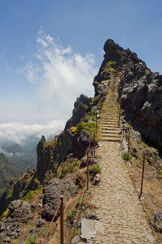 Pico do arieiro Ilha da Madeira - Portugal o lugar mais alto da ilha, mas geralmente tem muita neblina.....a vista é maraviiiiiiiiiiiiiiilhosa!!