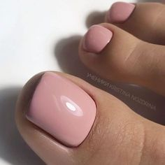 45 Amazing Toe Nail Colors To Choose For Next Season Elegant Toe Nails In Pure Nude Color Your toe nail colors should always keep up with the season. There is no way we will allow you to stay behind and out of the trend! Gel Toe Nails, Black Toe Nails, Shellac Pedicure, Pedicure Colors, Gel Toes, Nude Nails, Nail Manicure, Toe Nail Color, Nail Polish Colors