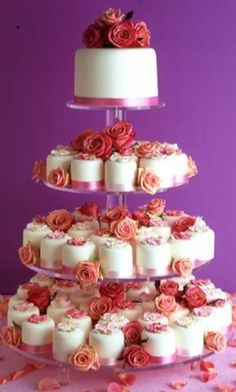 love the look of the flowers interlaced throughout the cupcake tiers