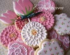 Cookie Connection, cookies by Evelindecora Mother's Day Cookies, Summer Cookies, Fancy Cookies, Valentine Cookies, Iced Cookies, Cute Cookies, Easter Cookies, Cupcake Cookies, Cupcakes