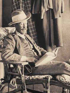 almina carnarvon   George Herbert, 5th Earl of Carnarvon, at Howard Carter's home on ...