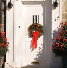 Comment décorer la porte d'entrée à Noël