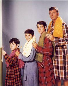Brady Bunch Boys   THE BRADY BUNCH real photo – 8×10 glossy! Boys in robe! ROBERT REED ...