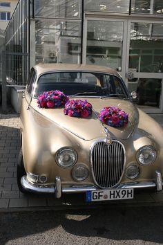 Suchen Sie#Auto #Schmuck für ihnen Hochzeit? Dann sind Sie bei Klarhöfer Blumen an der richtigen Stelle! #KlarhoeferBlumen #Inspiration