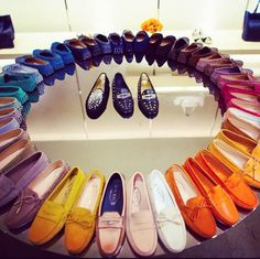 The Tod's Colour Wheel! Hmm, what color would I get?? I always loved the timeless white 'GOMINI' driving moc!