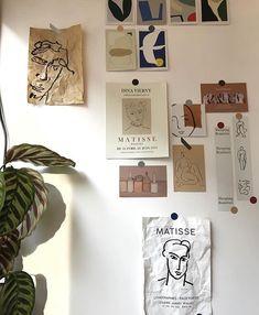 Home Interior Decoration Parisian Art Ideas via Interior Decoration Parisian Art Ideas via 𝐋𝐚𝐩𝐞𝐭𝐢𝐭𝐞𝐯𝐚𝐧𝐧𝐞𝐭𝐚𝐢𝐬𝐞 Bedroom Decor, Wall Decor, Study Room Decor, Decor Room, Bedroom Ideas, Uni Room, Aesthetic Room Decor, Aesthetic Design, Room Goals