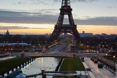 Sunset in #Paris.  #EiffelTower    Photo: (c) mohamedkhalil.tumblr.com  Great artist, click  the link to have a look at his pictures :)  Planning a trip to Paris? Book a #room  at Cadran #Hotel www.cadran-hotel-gourmand.com