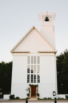 Church wedding: http://www.stylemepretty.com/little-black-book-blog/2015/02/09/casual-elegance-in-santa-rosa-beach/ | Photography: W&E - http://wephotographie.com/