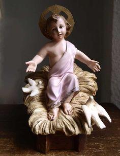 Etsy のBaby Jesus Figurine in Wooden Cradle Infant Child Jesus Holy Spirit Dove Glass Eye Santos Nativity Christmas Antique Religious/160(ショップ名:GliciniaANTIQUE)