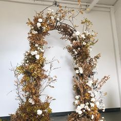 Wrapping up a magical two days with this Autumn arbor demo created with @forevercoleevents !